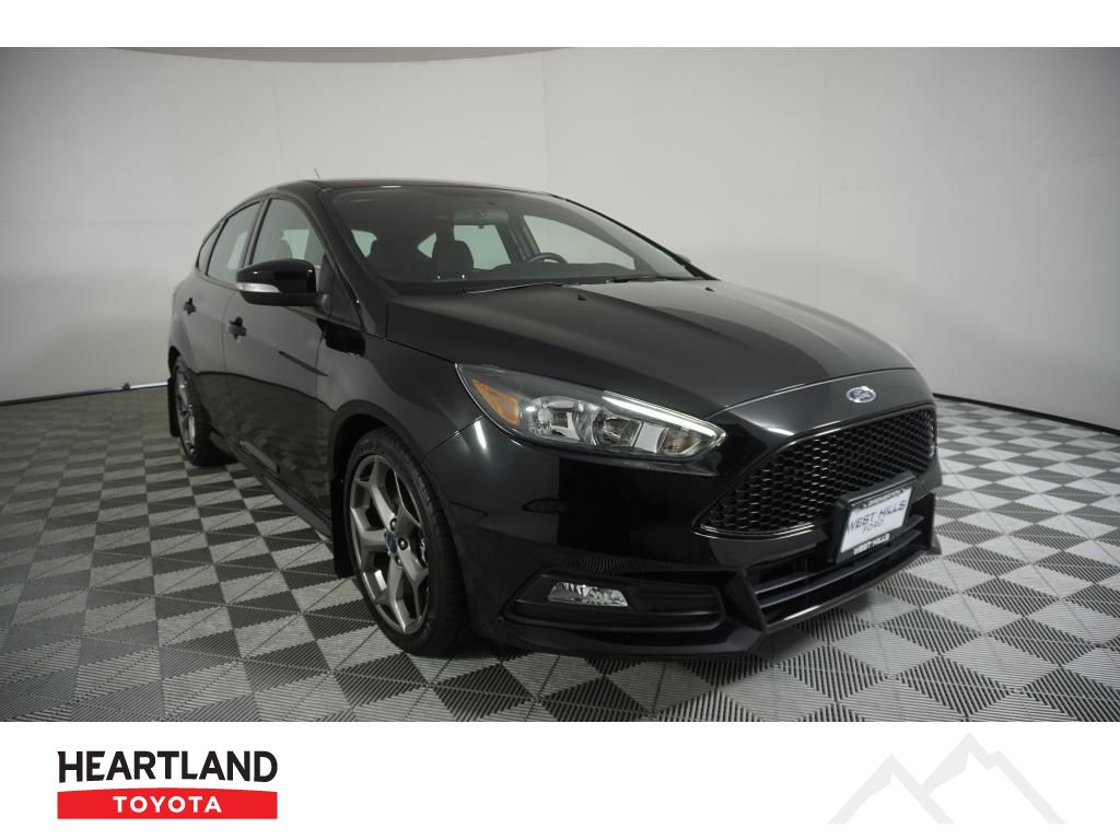 Pre-Owned 2017 Ford Focus ST